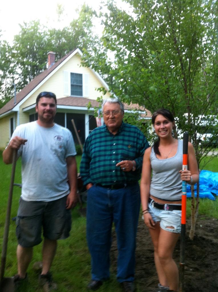 Asti, PePere & Adele planting birch trees